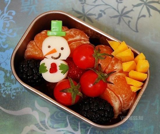 оригинальный снеговик из черри помидоров