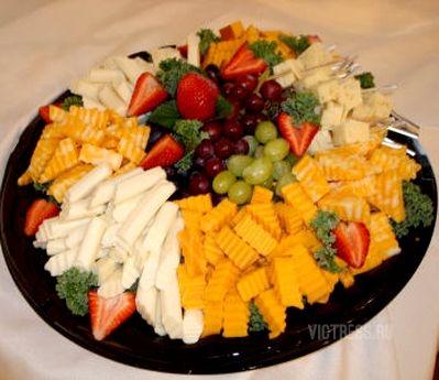 фруктовая нарезка с сыром