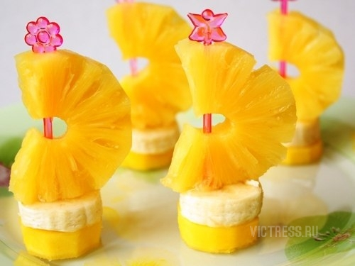 фруктовая нарезка из ананаса