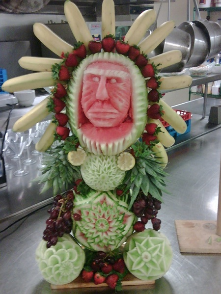 карвинг индеец из фруктов
