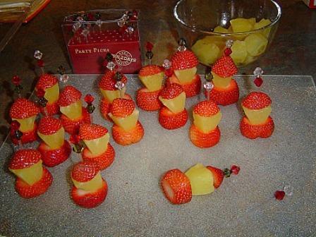 фруктовая нарезка из клубники