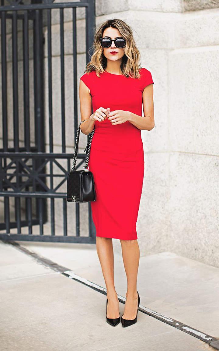 Маленькое коктейльное платье красного цвета