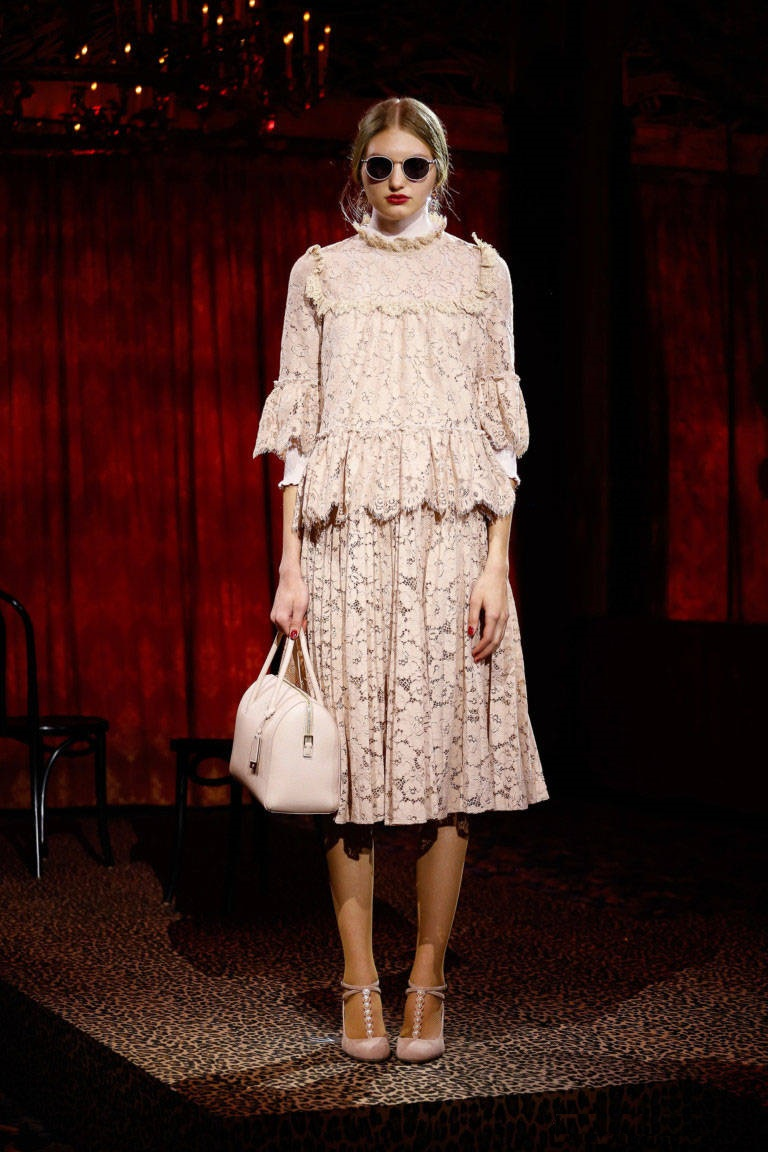 Белое нежное платье