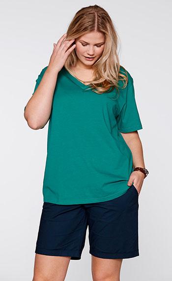 Модная футболка с средним рукавом