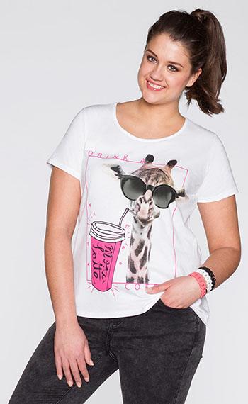 Забавный жираф на футболке