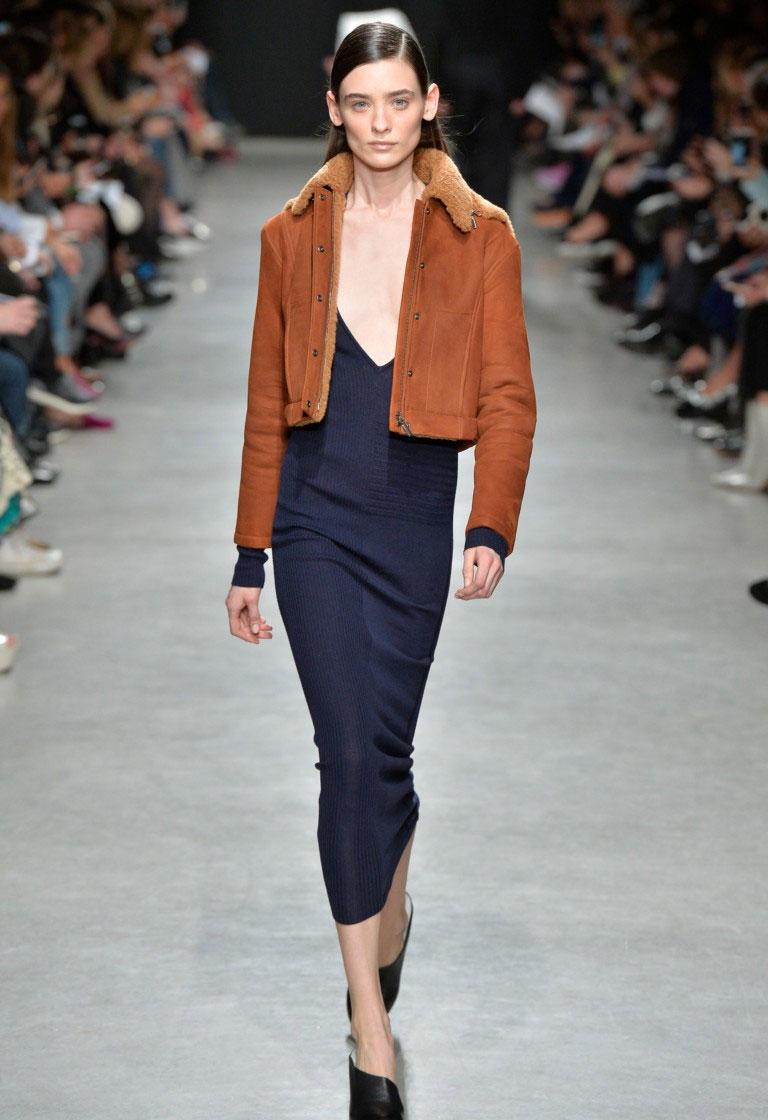 Персиковая куртка для осени