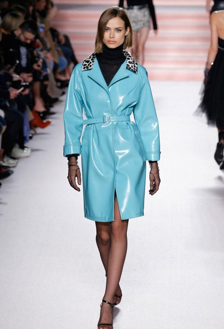 Голубое пальто из кожи