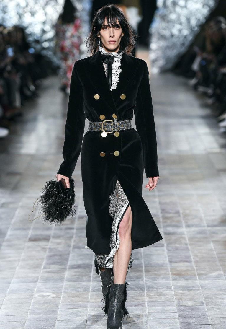 Бархатное черное пальто